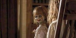 La niña y la muñeca
