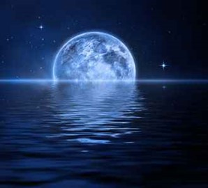 La Luna influye directamente en las mareas.